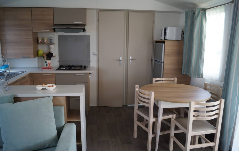 Location de vacances - Bungalow - Mobilhome à Grandcamp-Maisy - Coin cuisine salle à manger