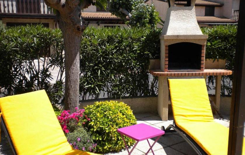 Location de vacances - Maison - Villa à Portiragnes Plage - Barbecue et transats en toute intimité.
