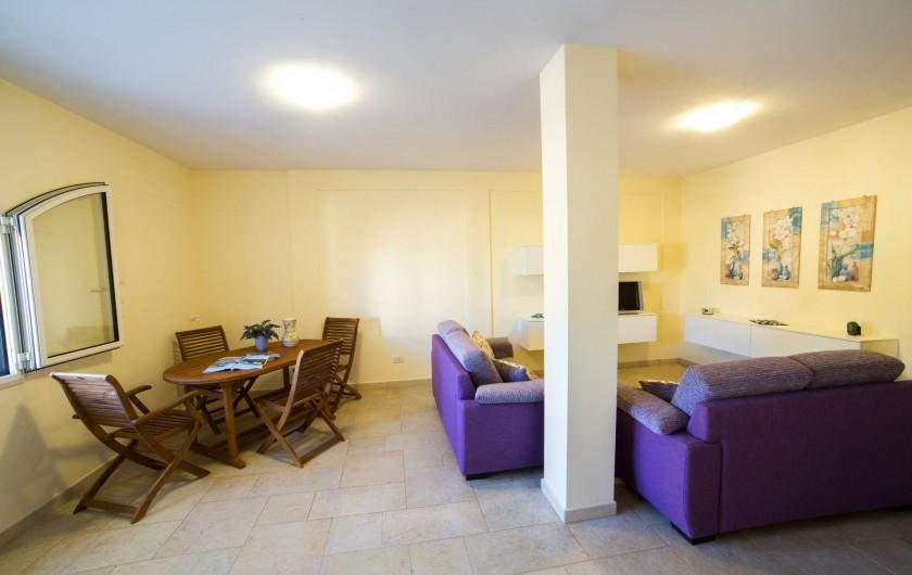 Location de vacances - Appartement à Pescoluse - Il y a beaucop de lumière et espace pour se détendre et converser...