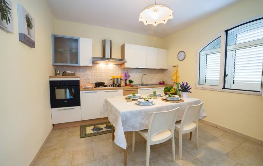 Location de vacances - Appartement à Pescoluse - La cuisine a six places, pour toute ta famille!