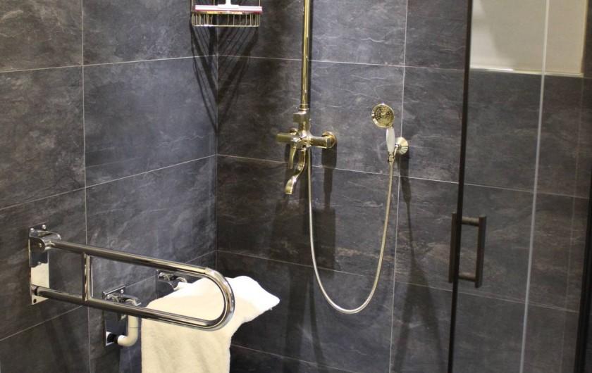 Location de vacances - Appartement à Bad Ems - Douche salle de bain