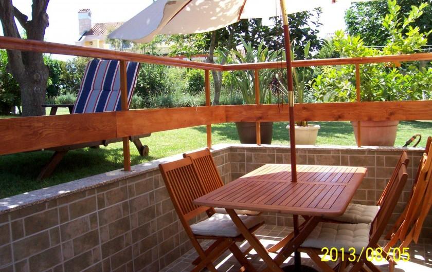 Location de vacances - Appartement à Banjole - TERRASSE