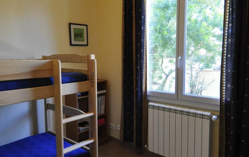 Location de vacances - Villa à Tamaris - Chambre jaune vue sur jardin côté est