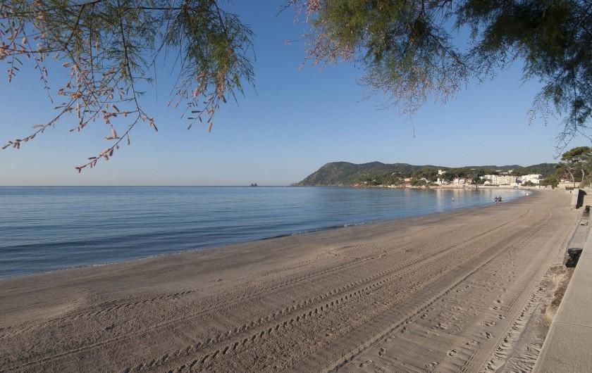 Location de vacances - Villa à Tamaris - Plage des Sablettes en hiver
