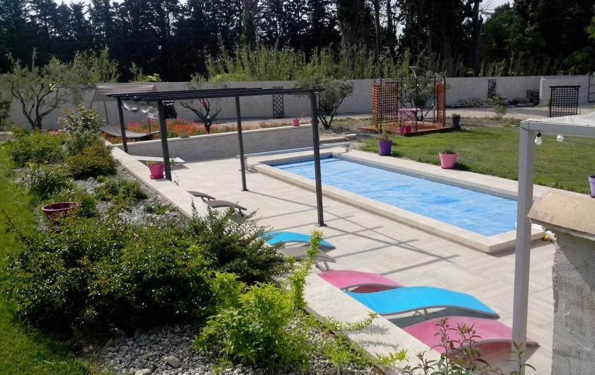 Location de vacances - Gîte à L'Isle-sur-la-Sorgue - espace piscine 2