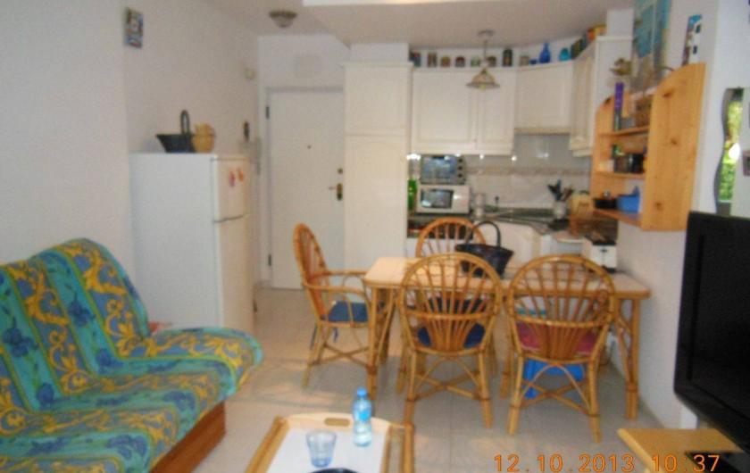 Location de vacances - Appartement à Dénia - La salle de séjour avec couchage clic-clac pour 2 personnes