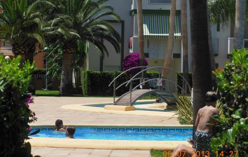 Location de vacances - Appartement à Dénia - Une des piscines