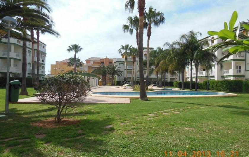 Location de vacances - Appartement à Dénia - le jardin toujours agréable même en Avril