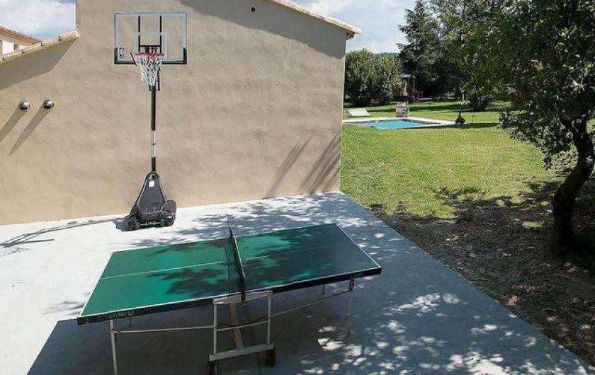 Location de vacances - Roulotte à Pernes-les-Fontaines - Espace basket et ping-pong