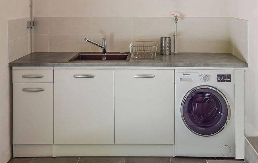 Location de vacances - Roulotte à Pernes-les-Fontaines - Espace sanitaire évier vaisselle, lave linge