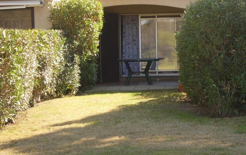 Location de vacances - Appartement à Saint-Cyprien Plage - terrasse couverte derrière l'appartement
