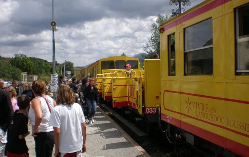 Location de vacances - Appartement à Saint-Cyprien Plage - train jaune touristique