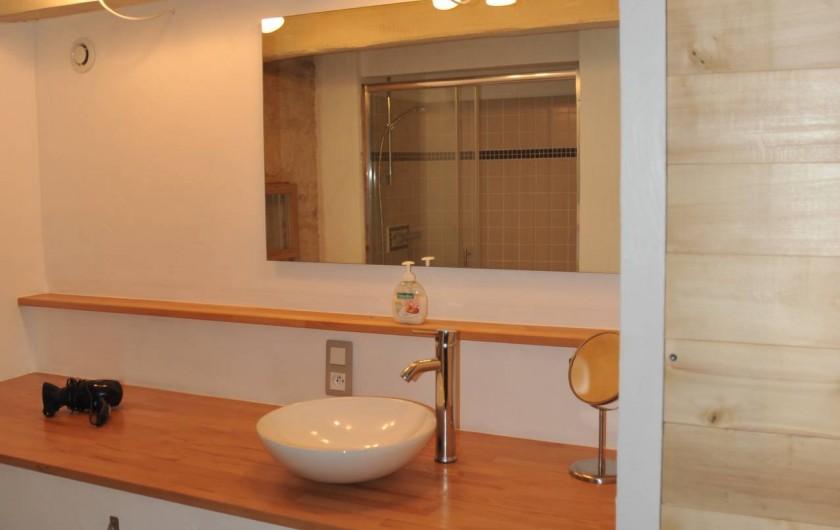 Location de vacances - Gîte à Corn - salle de bain au rez de jardin