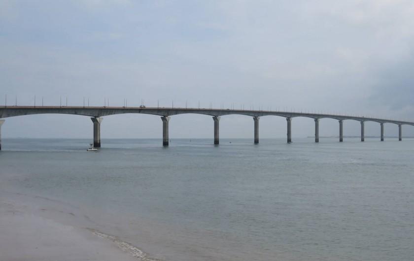 Location de vacances - Villa à Ars-en-Ré - Le pont reliant l'Ile de Ré