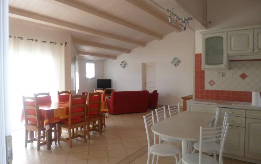 Location de vacances - Villa à Ars-en-Ré - Vue générale du l'espace vie