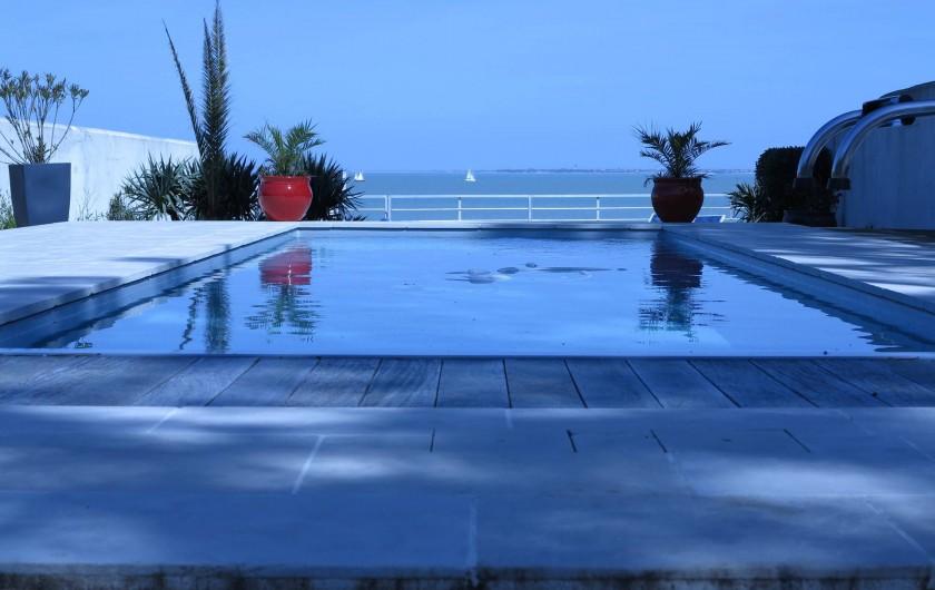 Location de vacances - Villa à La Flotte - Terrasse extérieure  Vue du salon
