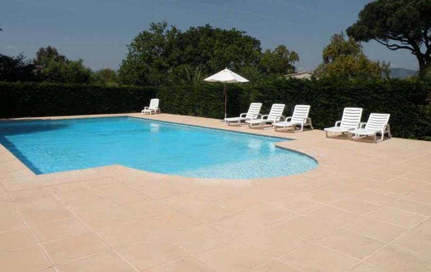 Location de vacances - Appartement à Gassin - Piscine sans vis à vis dans un environnement paysager ...
