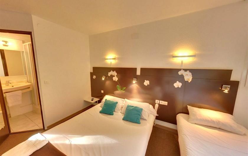 Location de vacances - Hôtel - Auberge à Villeneuve-lès-Béziers - Chambre Triple supérieur  1  lit double + 1 lit simple