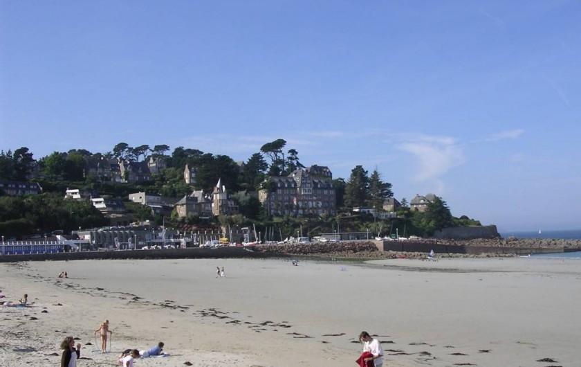 Location de vacances - Appartement à Perros-Guirec - plage où se trouve l'appartement