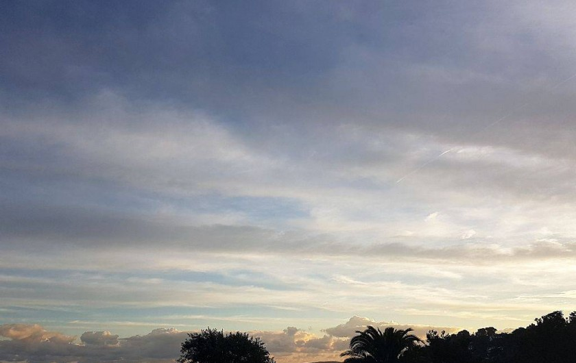 Location de vacances - Appartement à Perros-Guirec - autre vue de la terrasse (levé de soleil)