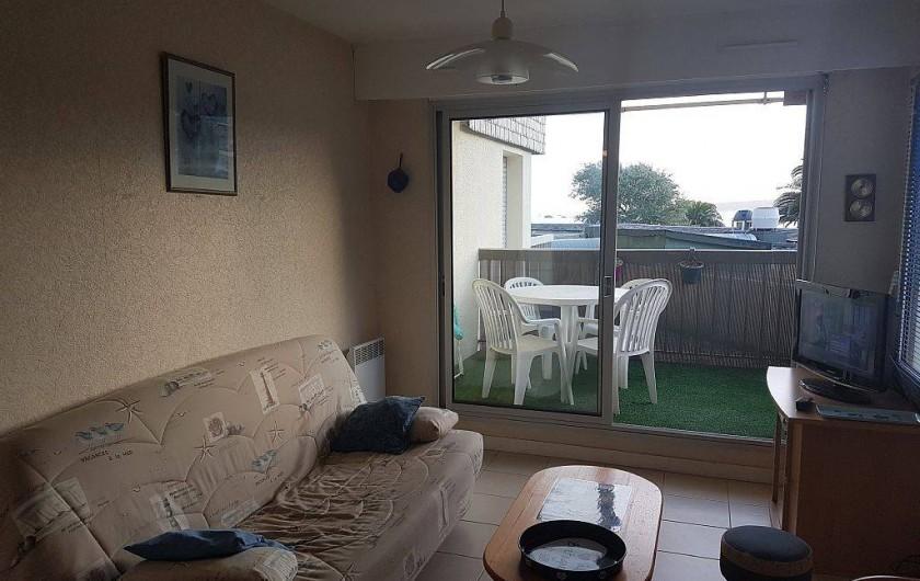 Location de vacances - Appartement à Perros-Guirec - coin salon avec le clic-clac