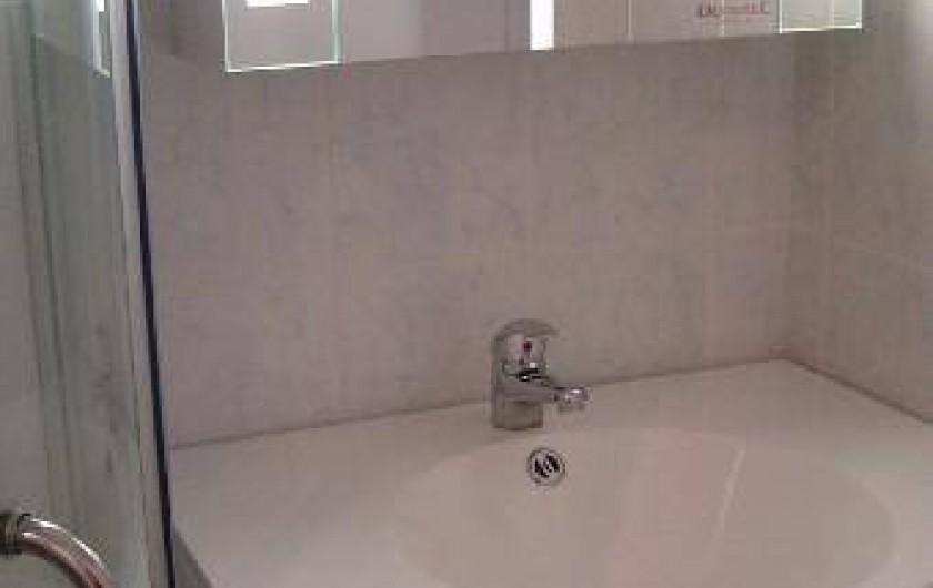 Location de vacances - Appartement à Perros-Guirec - salle d'eau (toilette séparée)