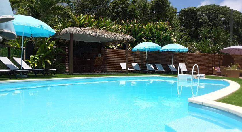 Espace piscine de l'hôtel