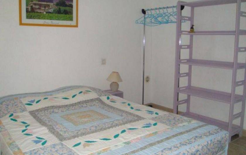 Location de vacances - Appartement à Grignan - chambre lavande
