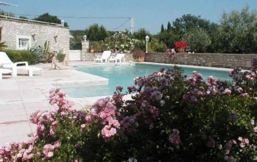 Location de vacances - Appartement à Grignan - vue piscine