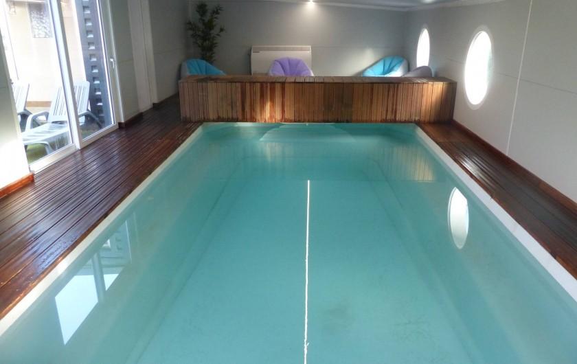 maison 8 personnes piscine interieure chauffee toute l 39 annee totalement priv e guer. Black Bedroom Furniture Sets. Home Design Ideas