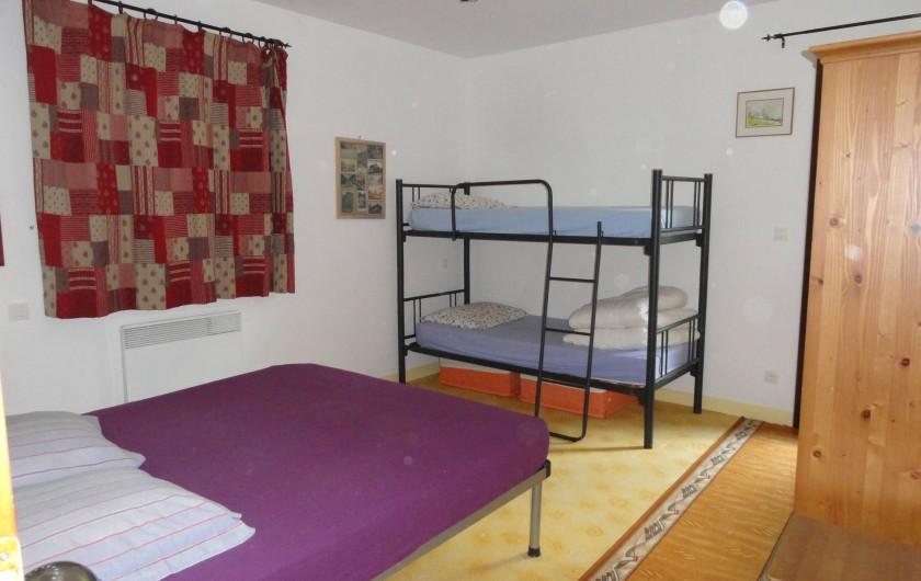 Location de vacances - Appartement à Vénosc - Chambre donnant sur balcon SE