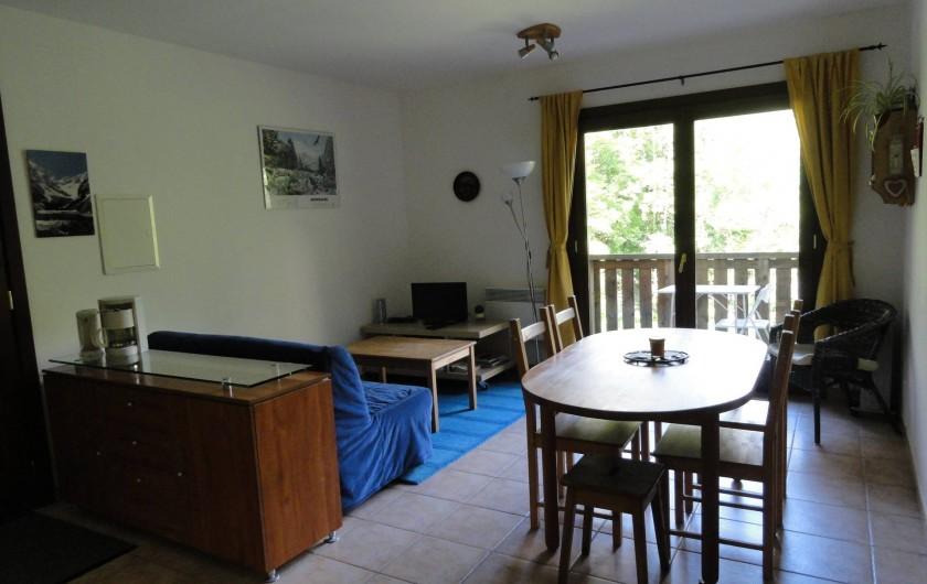Location de vacances - Appartement à Vénosc - Cuisine-séjour NE avec son balcon.