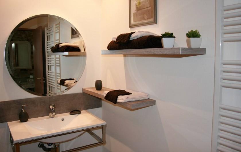 Location de vacances - Chambre d'hôtes à Saint-André-de-la-Marche - Chambre Oiseaux: salle de bain