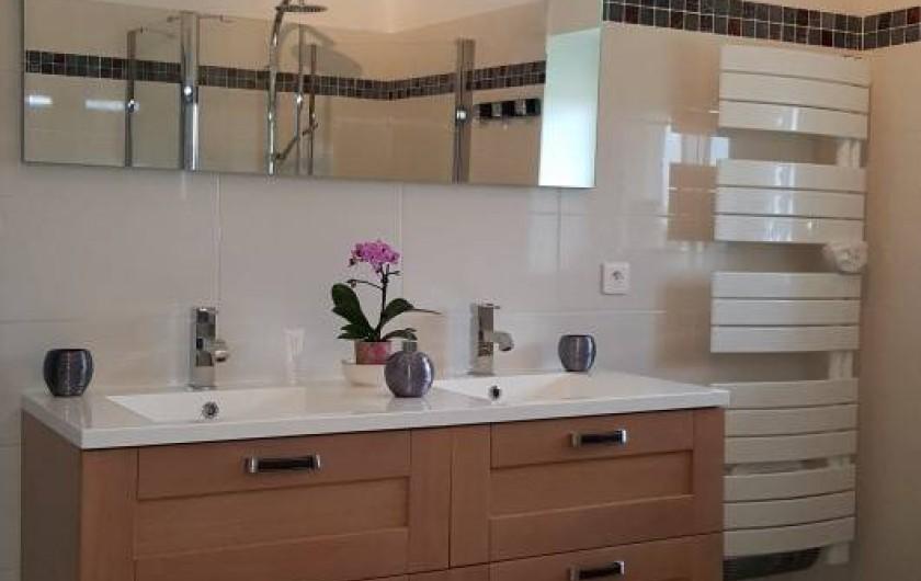 Location de vacances - Chambre d'hôtes à Saint-Caprais-de-Bordeaux - Grande salle d'eau et WC privatif