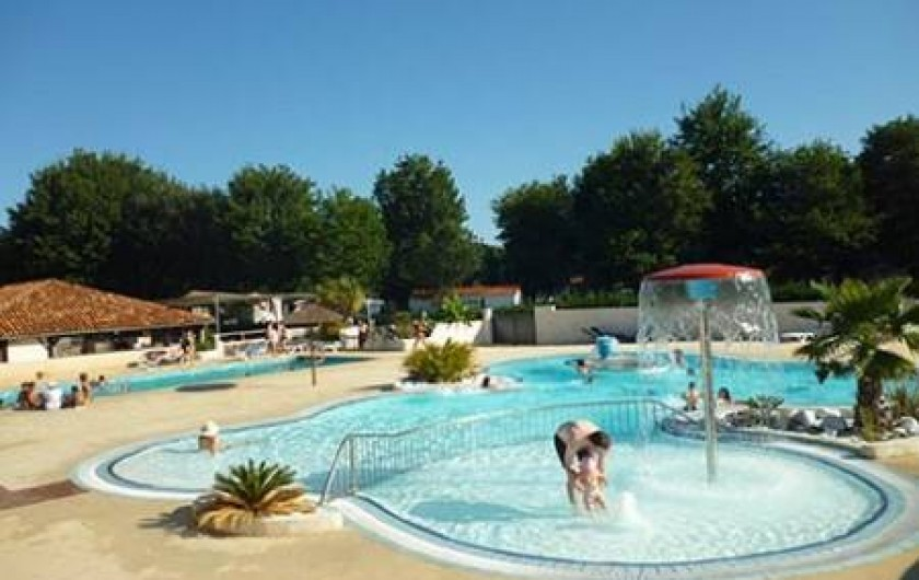 Location de vacances - Camping à Sainte-Eulalie-en-Born - piscines
