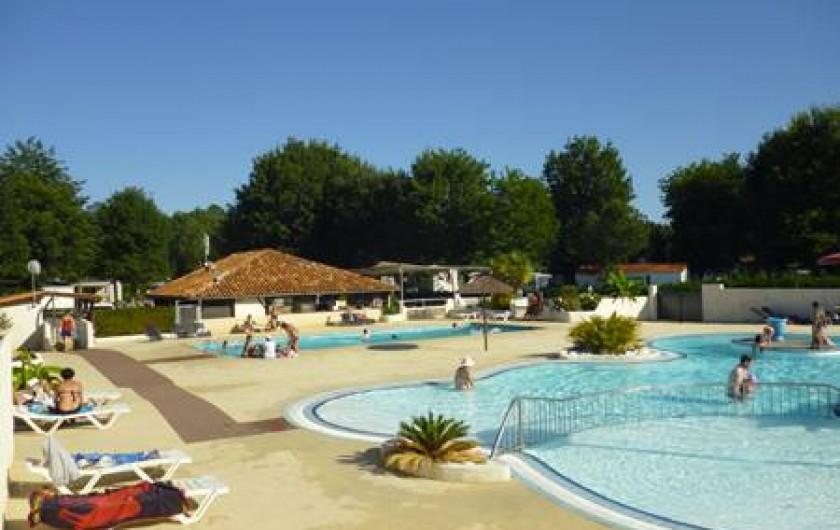 Location de vacances - Camping à Sainte-Eulalie-en-Born - espace aquatique