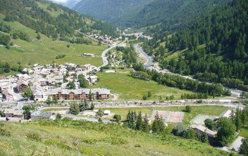 Location de vacances - Appartement à Abries - vue sur le village.....