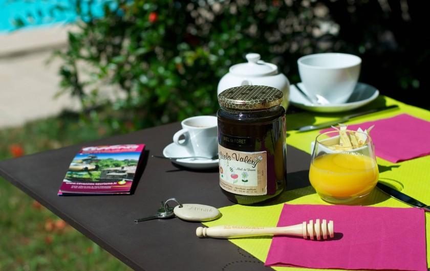 Location de vacances - Hôtel - Auberge à Saint-Jean-du-Gard - Un petit-déjeuner au jardin !