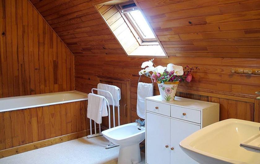 Location de vacances - Villa à Plougrescant - salle de bain étage