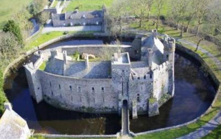 Location de vacances - Gîte à Pirou - le château de Pirou