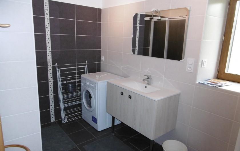 Location de vacances - Gîte à Saint-Chély-d'Aubrac - salle d 'eau