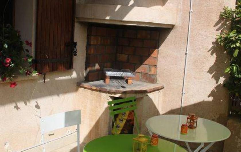 Location de vacances - Maison - Villa à Rustrel - Le BBQ pour des repas pleins de saveurs!