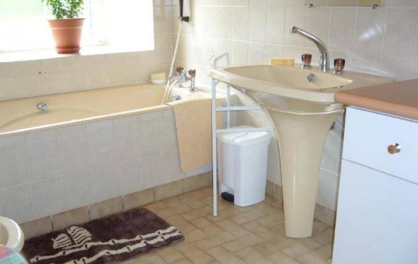 Location de vacances - Maison - Villa à Cléguérec - salle de bain rez de ch