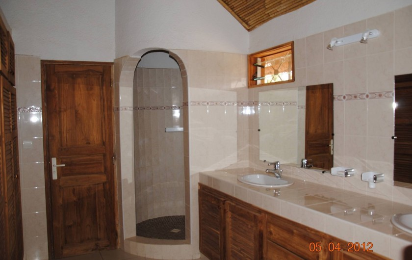 Location de vacances - Maison - Villa à Nianing - Une salle de bains à l'étage