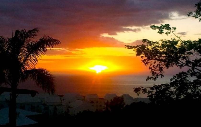 Location de vacances - Villa à Saint-Paul - coucher du soleil depuis la terrasse