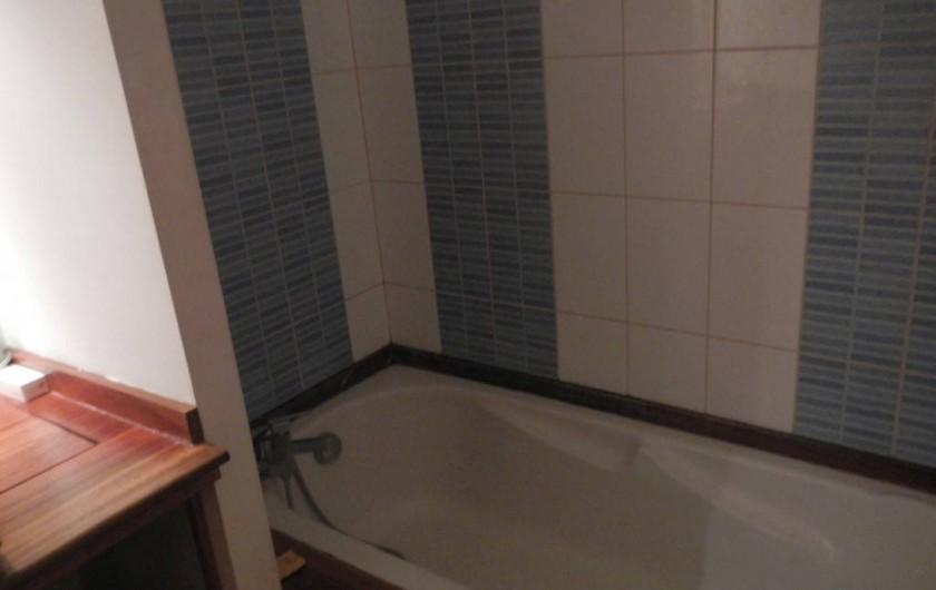 Location de vacances - Villa à Saint-Paul - Baignoire salle de bain