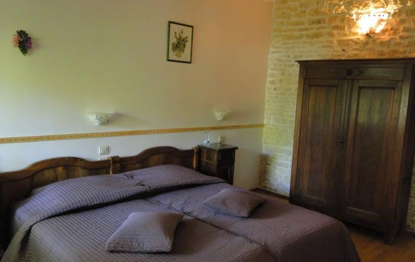 Location de vacances - Chambre d'hôtes à Andilly - La chambre Les Vignes aménagée avec un couchage extra large de 2  x 90