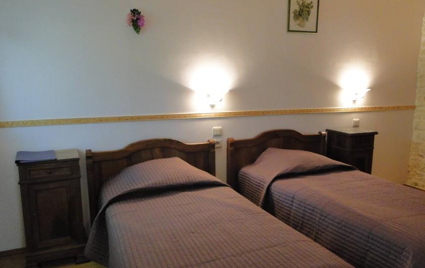 Location de vacances - Chambre d'hôtes à Andilly - La chambre Les Vignes aménagée avec deux lits individuels