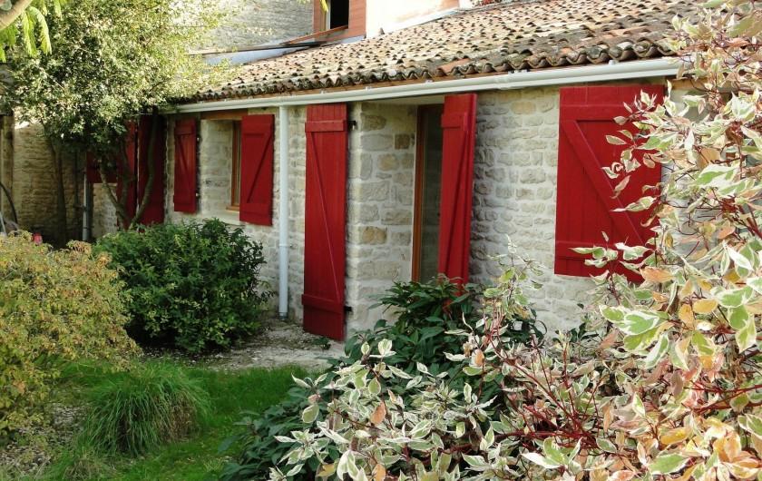 Location de vacances - Chambre d'hôtes à Andilly - Les chambres d'hôtes aménagées dans une maison de pierre du 19è siècle
