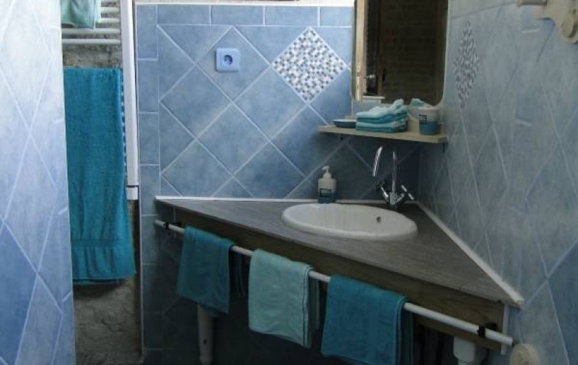 Location de vacances - Chambre d'hôtes à Andilly - La salle de bains de la chambre familiale Les Embruns